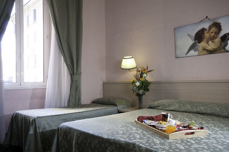 Triple Room Three Star Hotel Priscilla in the center of Rome